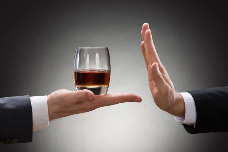 Како да го намалите или сосема да се откажете од алкохолот?